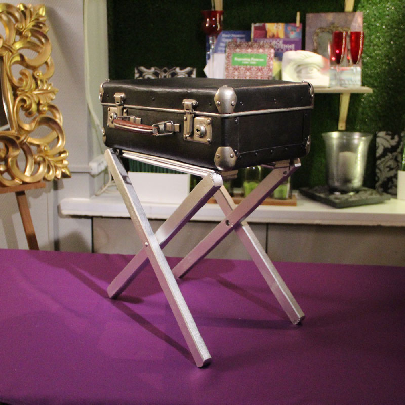 06-table-suitcase